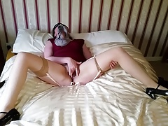 Amateur girl in blindfold..