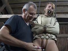 Clamped up beauty gets her..