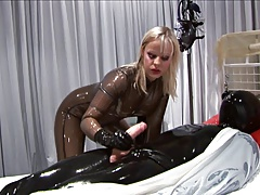 Latex blondine