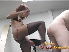 Lusty ebony slut makes a..