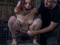 Chick gets her pussy engorged